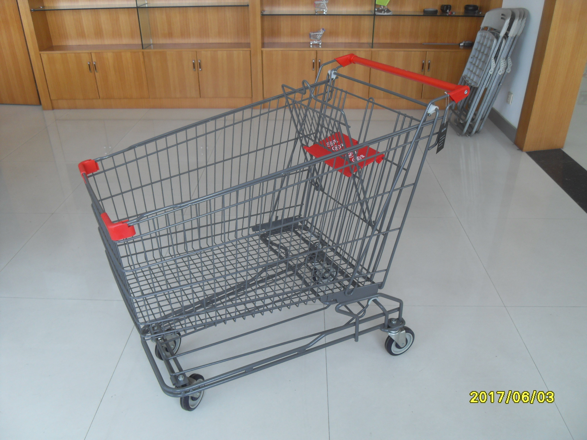 210L Wire Shopping Trolley wiht 4 Swivel 5 Inch Casters For Supermarket