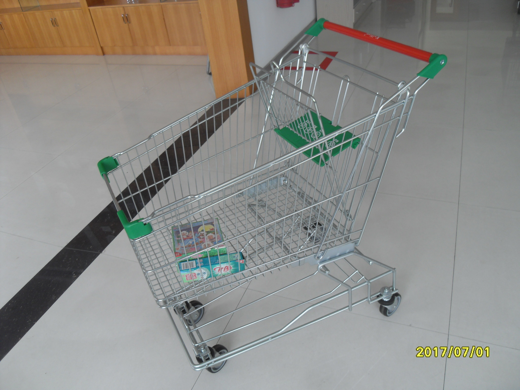 Zinc Plated Low Carbon Steel 125L Wire Shopping Trolley On Casters