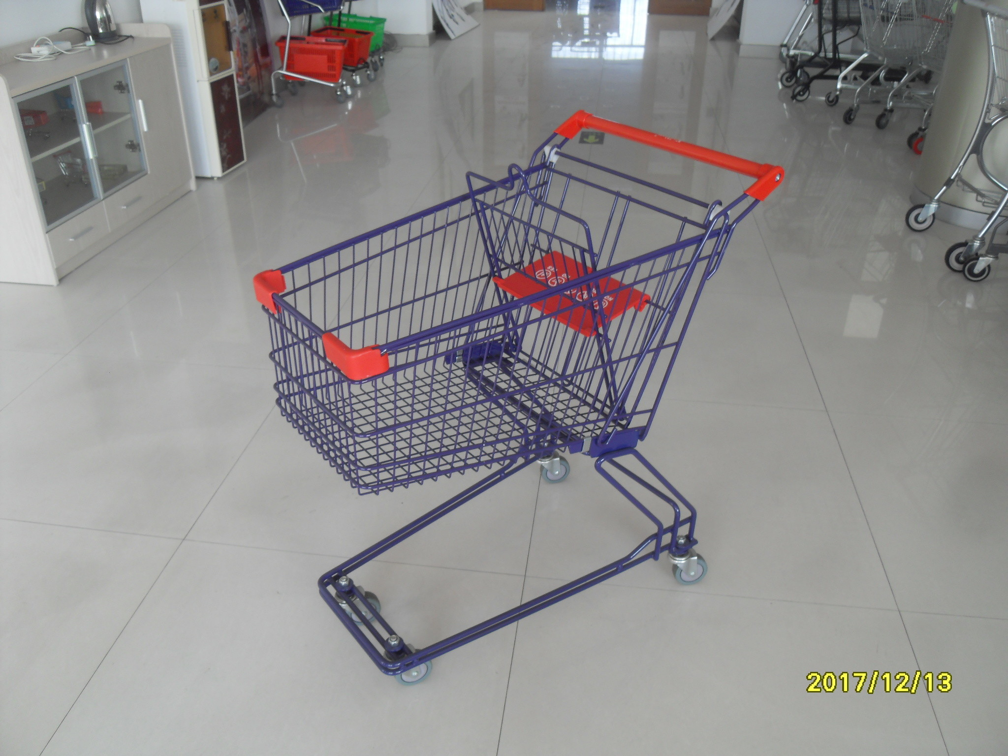 Safety Plastic 75L Retail Wire Shopping Trolley With Easy Pushing Handle